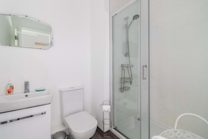 York holiday rental shower room