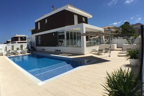 Overview entering property with terrace & 10 x 5 m private infinity pool & outside sun heated shower