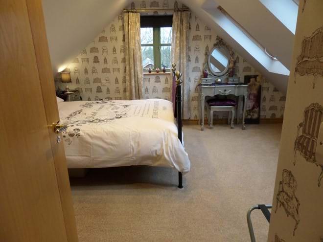 Triple Bedroom 1 - King Size Bed & 4