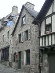 B002: Traditional 2 bedroom holiday cottage in Dinan