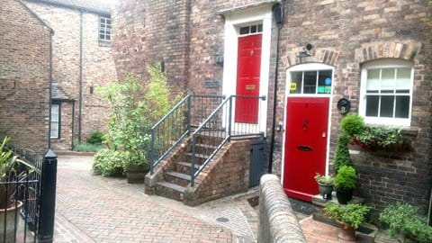 IRONBRIDGE VIEW TOWNHOUSE - Set in a small courtyard the Lounge & Bedroom have astunning view of the Iron Bridge