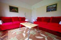 Image of Murmur Aeron living room