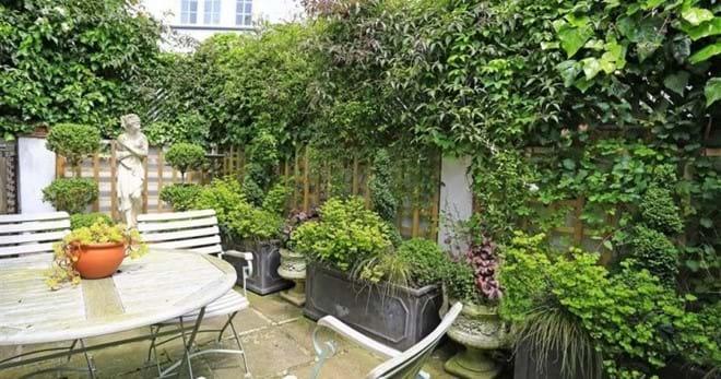 Private enclosed garden in Lavenham