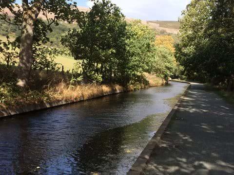 Along the Llangollen Canal