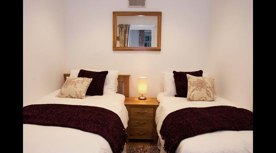 Second bedroom (single or twin beds)