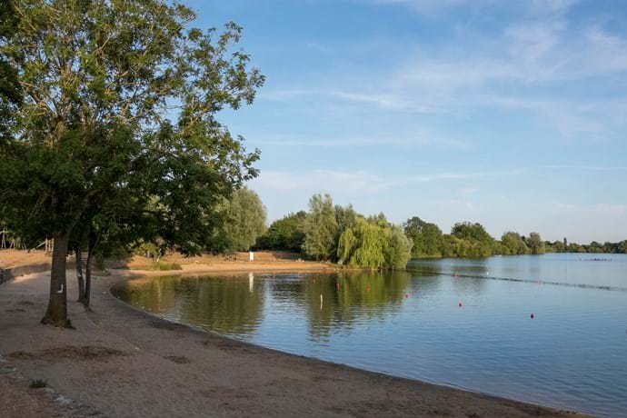Cotswold Country park and beach