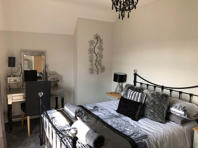 Master Bedroom - Kingsize, sleeps 2