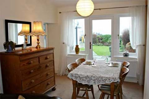 Langton Holiday Cottage Dining Area