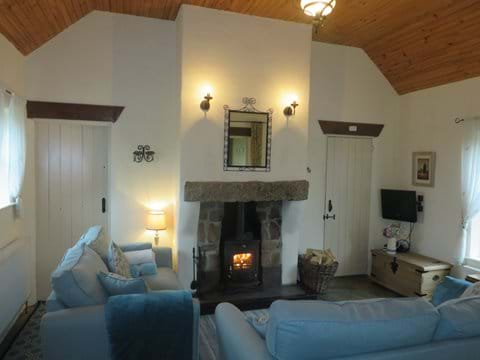 Mullaghduff Thatched Cottage, living room