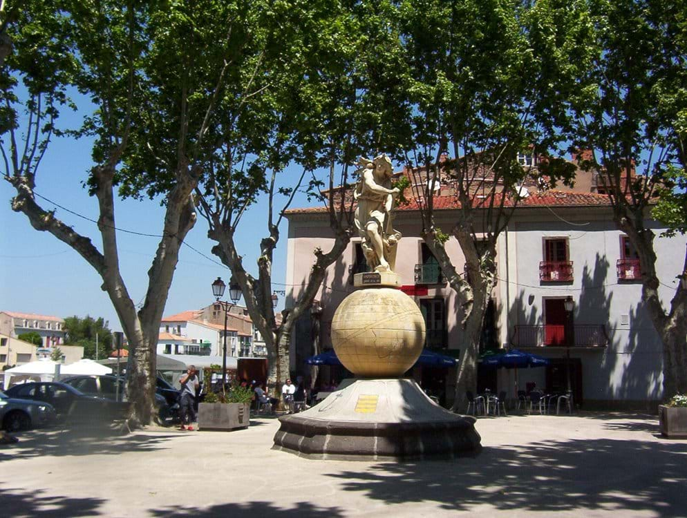 Local Square and cafe