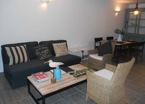 The Waterside  Marseillan living and dining area