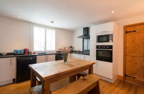 Benbow Cottage kitchen