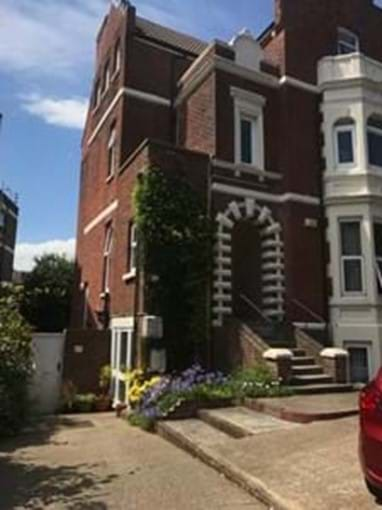 Home from Home Portsmouth - Beautiful Edwardian building (wholly owned)