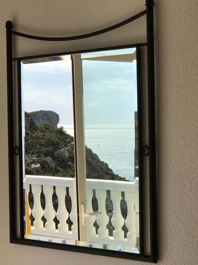 Reflections of the sea views - twin bedroom