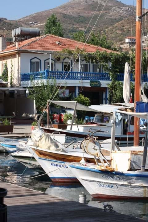 Fishing boats and fish restaurants in the harbour