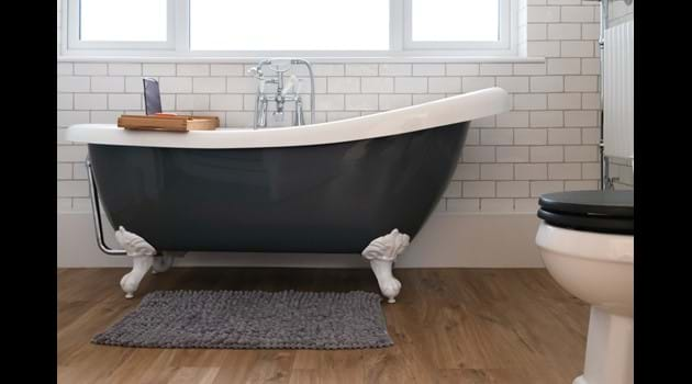 Roll-top bath & Rainfall Shower
