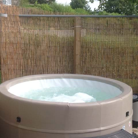 Hire a hot tub from Wight hot tub hire