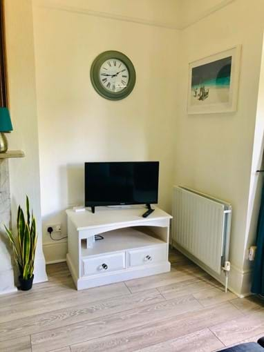 Home from Home Portsmouth - Television/DVD player/Netflix