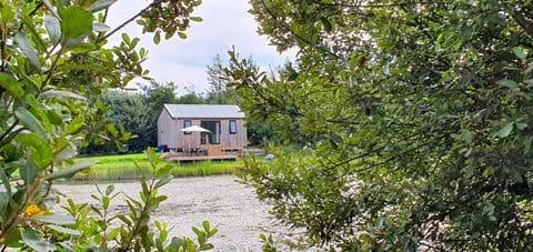 Woodpecker hut Lynstone Lakes