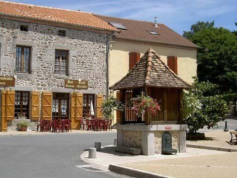 Holiday cottage village Dordogne Bar Boulangerie