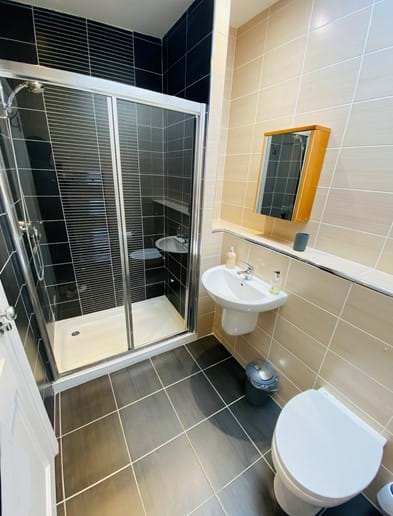 Large shower room next to and for the use of twin room