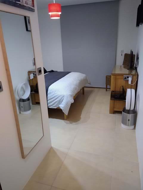 Master bedroom (Image 3)