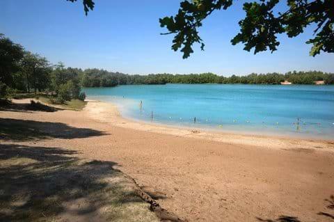 Het strand van 'Het Blauwe Meer' is hier maar 10 minuten vandaan - heerlijk om te gaan zwemmen!