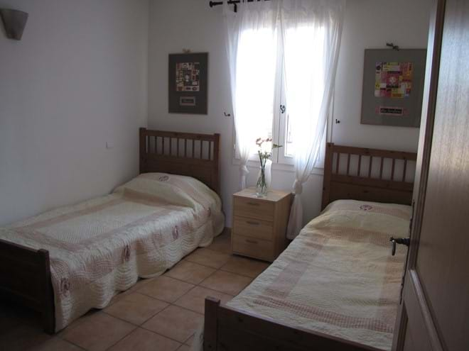 Back twin bedded room