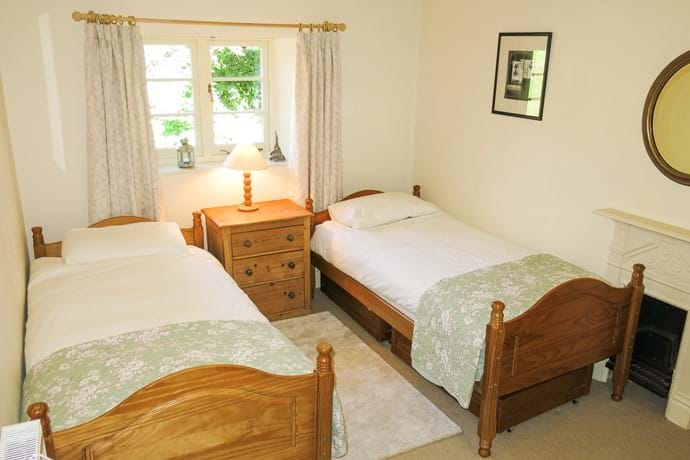 Bedroom 4, with twin beds