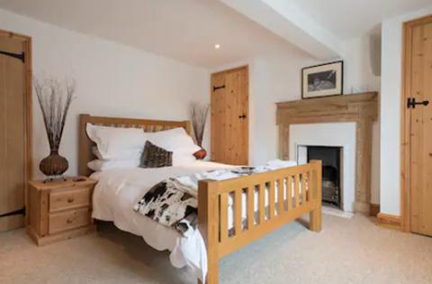 Benbow Cottage king bedroom with en-suite