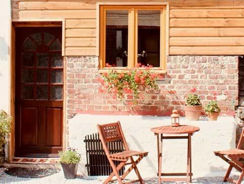 La Petite Pâquerette courtyard entrance