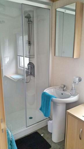 White Rose Caravan York | shower room