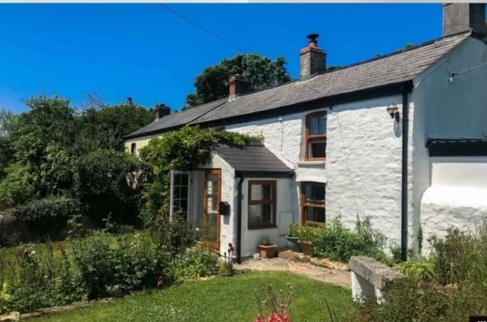 White washed 200 year old holiday cottage