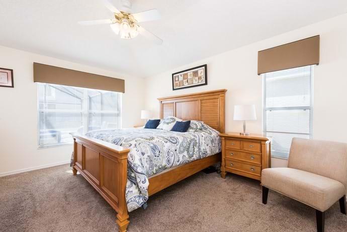 Master King Bedroom with En Suite bathroom, TV and Safe