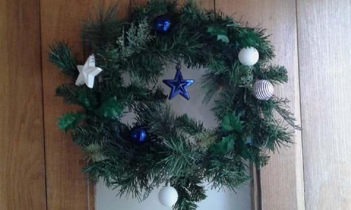 Christmas wreath on Nutcombe Cottage