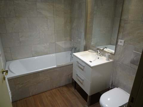 2nd floor bath and shower room