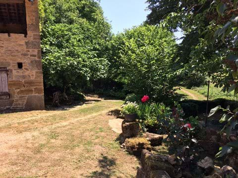 The courtyard entrance to La Roussille luxury self catering gites