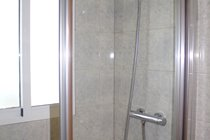 Large shower in Twin Bedroom en-suite