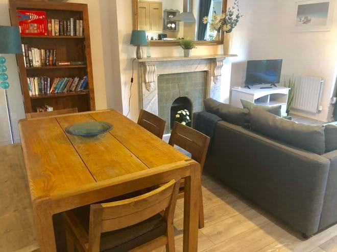 Home from Home Portsmouth - Large rustic dining area