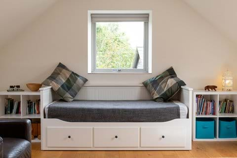 Day bed provides optional additional double bed