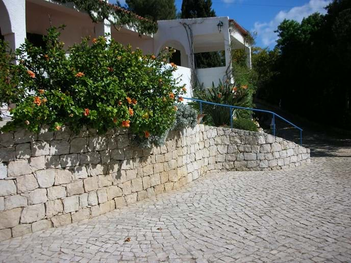 Large_private_driveway