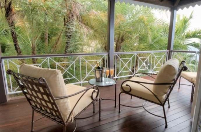 Guest balcony.