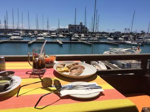 Fresh tuna and canarian potatoes at Lani's Marina Rubicon