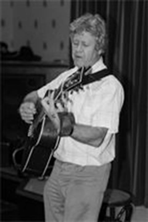 Martin-Francis-Folk-Singer