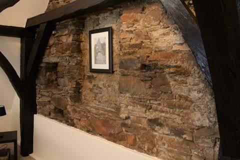 Apartment Riesling - Original Exposed Historic Stonework