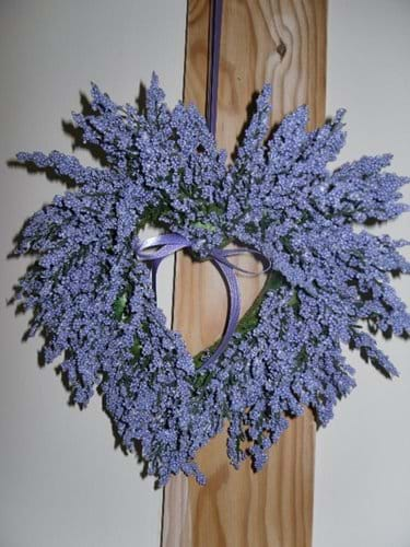 this lavender heart looks lovely in the twin bedroom