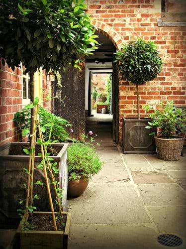 Courtyard passage