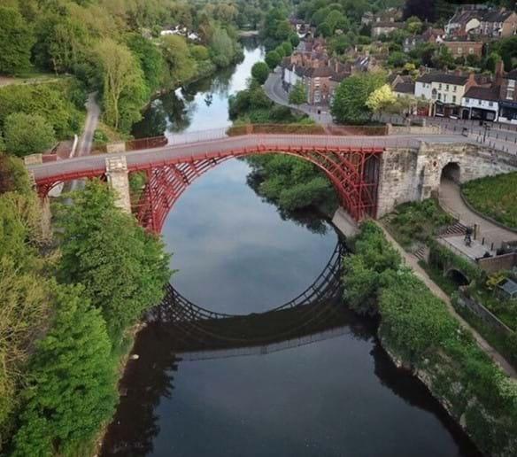 THE IRON BRIDGE 1779 - YARDS FROM IRONBRIDGE VIEW TOWNHOUSE