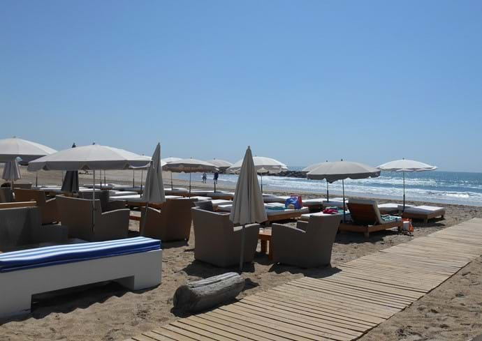 Marseillan Plage main beach with many beach clubs