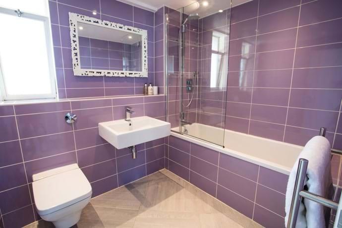 Fully tiled Italian bathroom